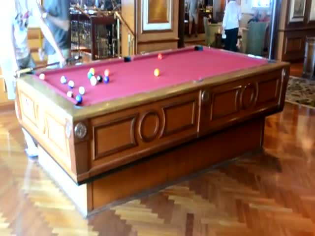 Mindblowing Gyroscopic Self-Leveling Pool Table