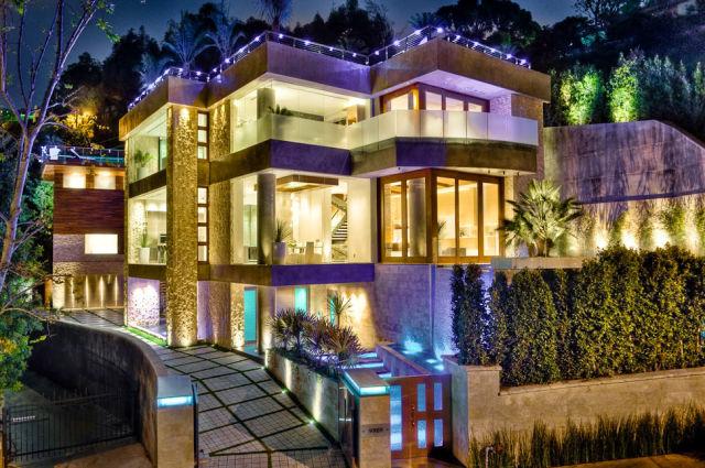 Modern House Built for a King