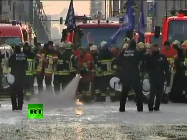 Striking Firefighters vs Cops