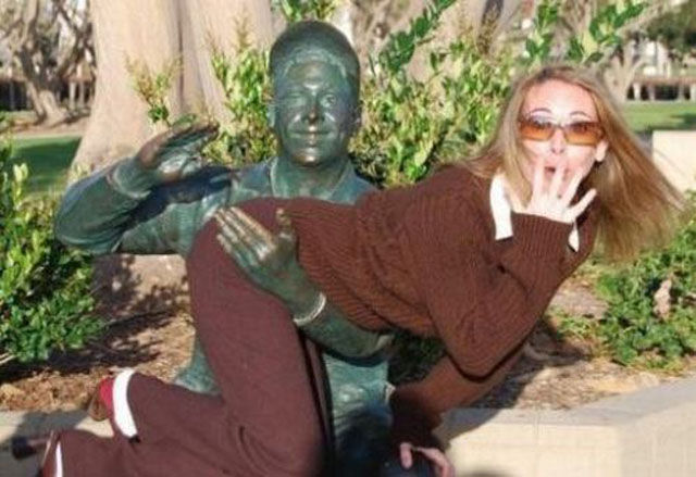Ridiculous Photos with Statues
