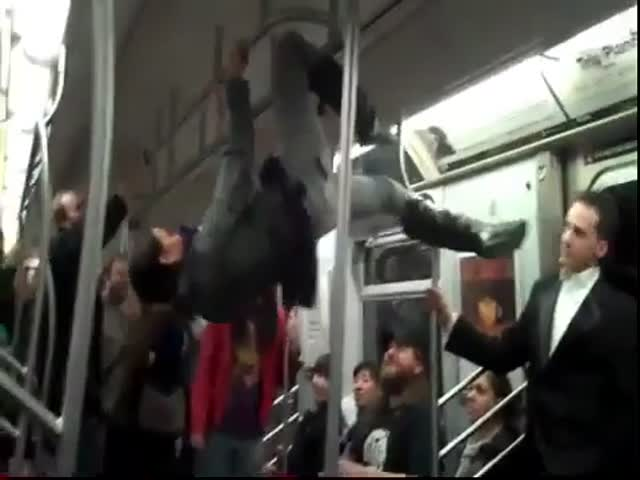 Cool Girl Does Awesome Tricks in the Subway