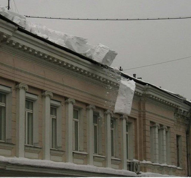 How They Clean Snow Off Roofs in Russia