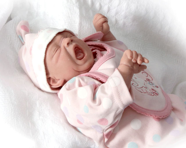 Creepy but incredibly realistic reborn baby dolls 23 pics izismilecom for Reborn doll images