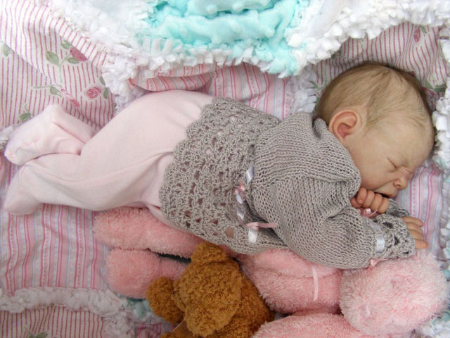 Creepy but incredibly realistic reborn baby dolls 23 pics for Reborn doll images