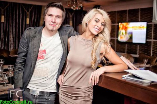 Cute Russian Club Girls Seem to Love Creepy Guys