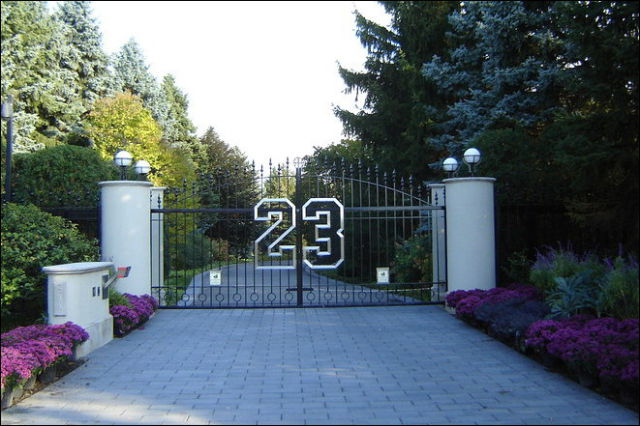 michael jordan s house for sale 8 pics