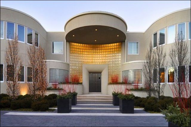 Michael jordan s house for sale 8 pics for Mansions for sale in chicago