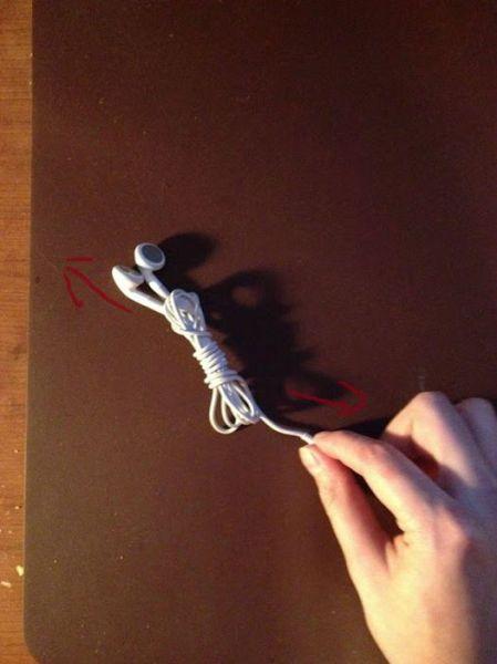 How to Tie Your Earphones Easily