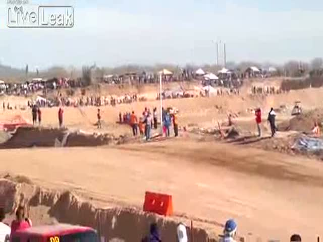 Amazing Close Call during Mexican Off-Road Racing