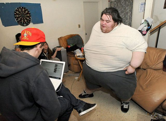 Obese Man Turns to Social Media