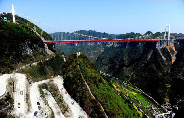 Сhina Builds the Record-Breaking Bridge Between Two Mountain Tunnels
