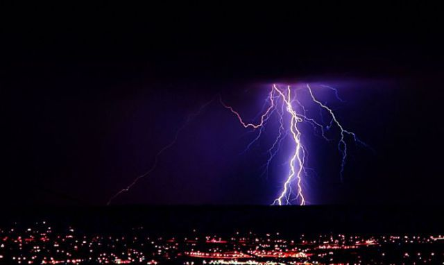 Terrifying Lightning Strikes over Albuquerque