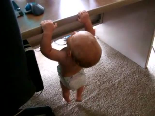 WTF. Baby Does Pull-Ups!