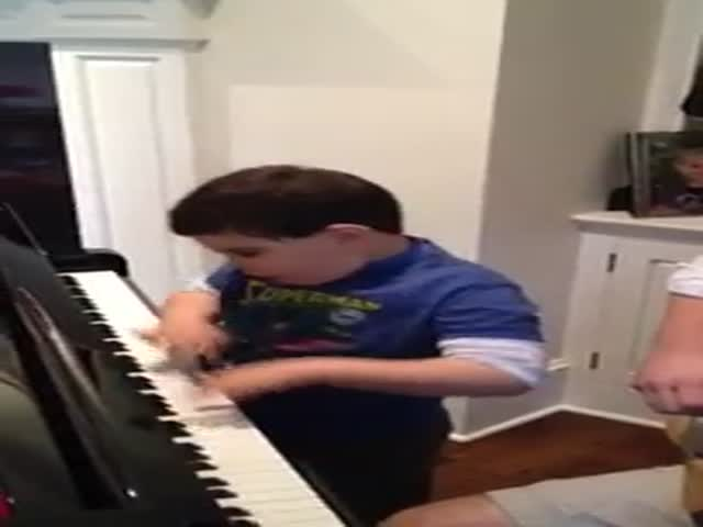 6-Year-Old Kid with Autism Plays Piano like a Boss
