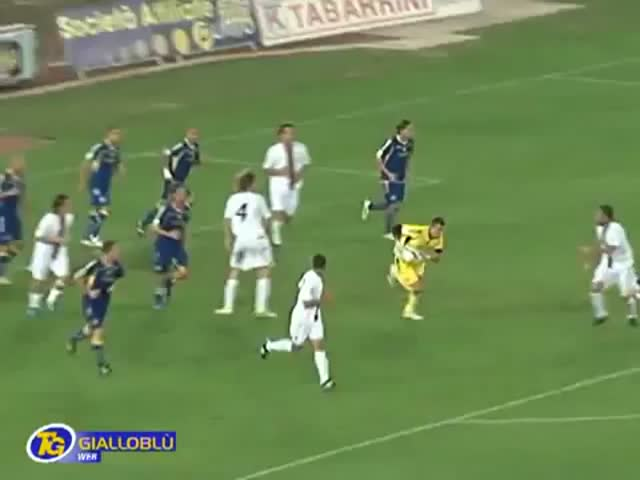 Stunning Counterattack from Goalkeeper