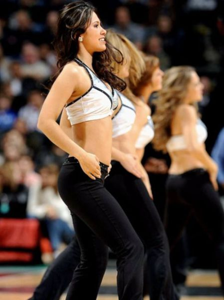 Spurs Cheerleaders Are Easy on the Eye