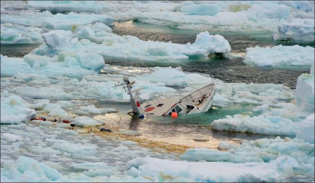 Brazilian Private Yacht Wrecked in Icy Antarctic Waters