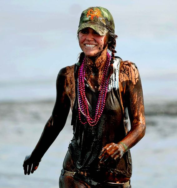 Okeechobee Mudfest Is The Ultimate Mud Party 38 Pics -2727