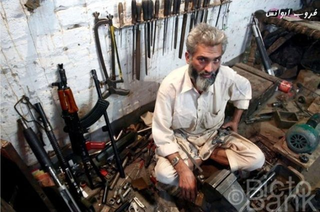 Pakistanis Making Weapons