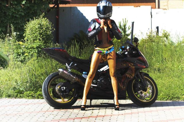 This Motorcycle Chick Is Really Steamy