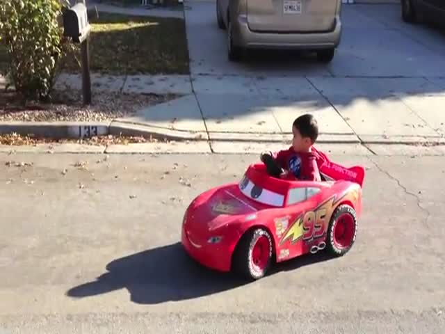 Awesome Dad Upgrades Son's Powerwheel with 0.66HP Engine