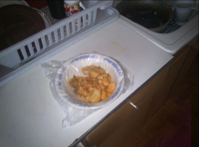 Kitchen Lifehack for a Hardcore Bachelor