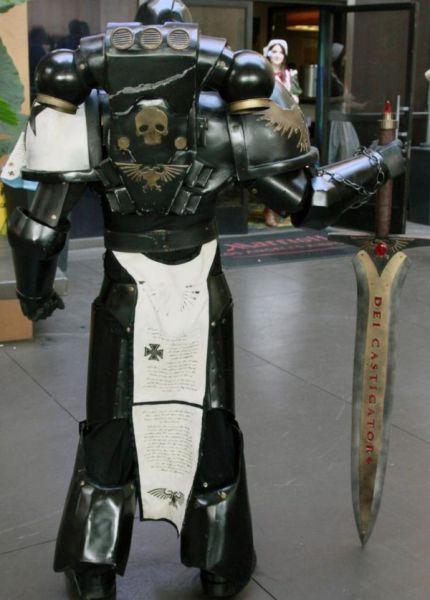 Amazing Warhammer 40k Cosplay Suit 14 Pics Picture 10