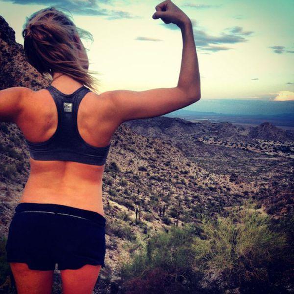 Спортивная фигура девушки фото со спины