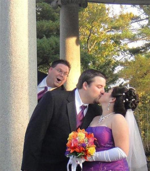 Celebrity Wedding Login: Hilarious Wedding Photobomb Selection (26 Pics)