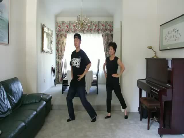 Awesome Gangnam Style Mom