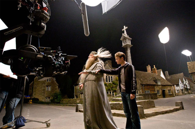 Cool Photos from Behind the Scenes of Popular Films