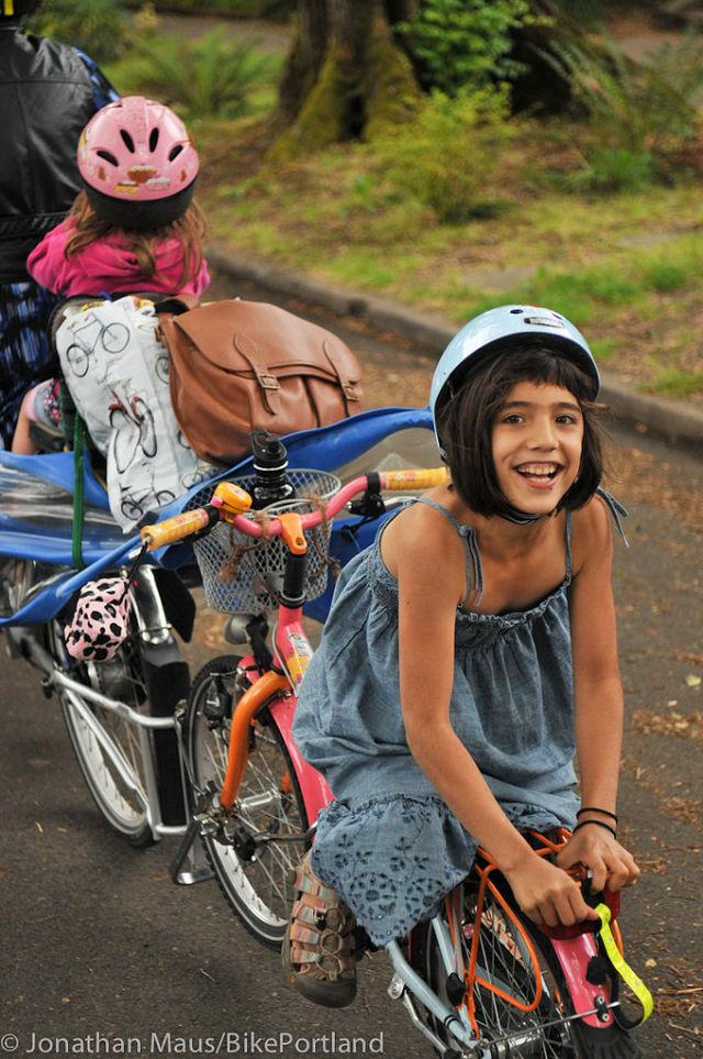 Mom Takes All Her Six Kids to School on a Bike