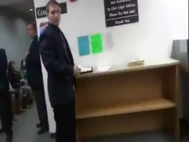 Annoying Guy Provokes Court Officials, Gets What He Deserves