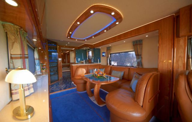 The world s most luxurious motorhome 9 pics for World best home interior design