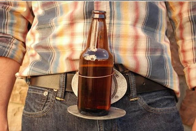 Handy Belt Buckle for Those Who Love Beer