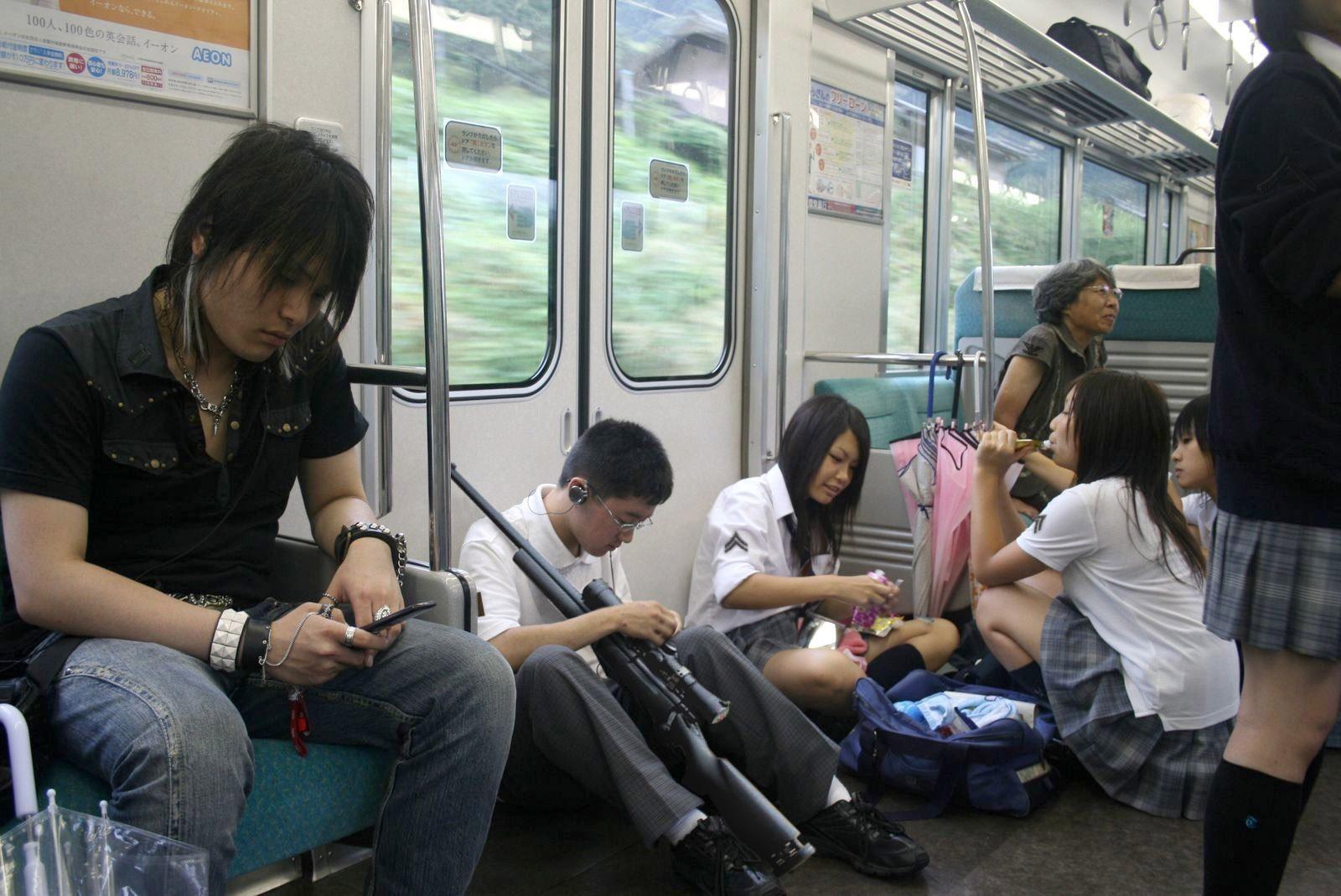 Японки в транспорте 12 фотография