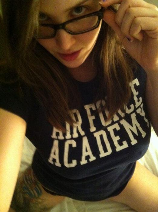 И красотки и очки 45 фото 1 гиф