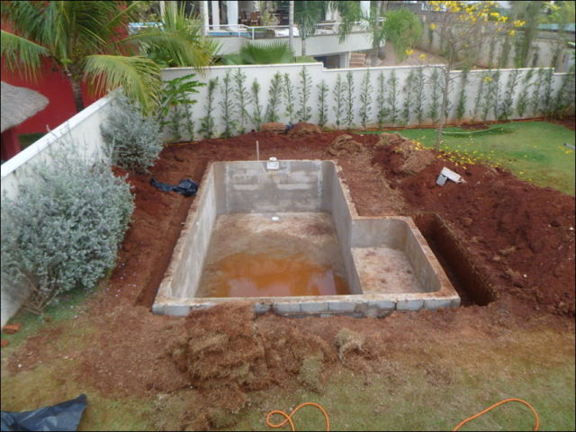 Diy swimming pool conversion 26 pics picture 17 for Can i build my own swimming pool