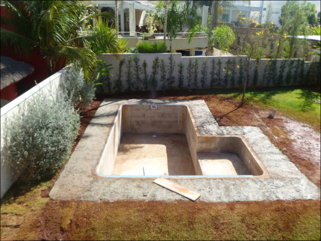Diy swimming pool conversion 26 pics for Cheapest way to build a building