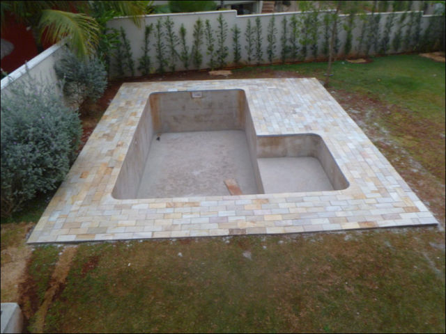 Diy swimming pool conversion 26 pics for How much is it to build a swimming pool