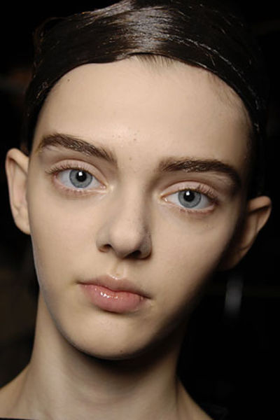 "This ""Doll-eyed"" Model Is a Catwalk Sensation"