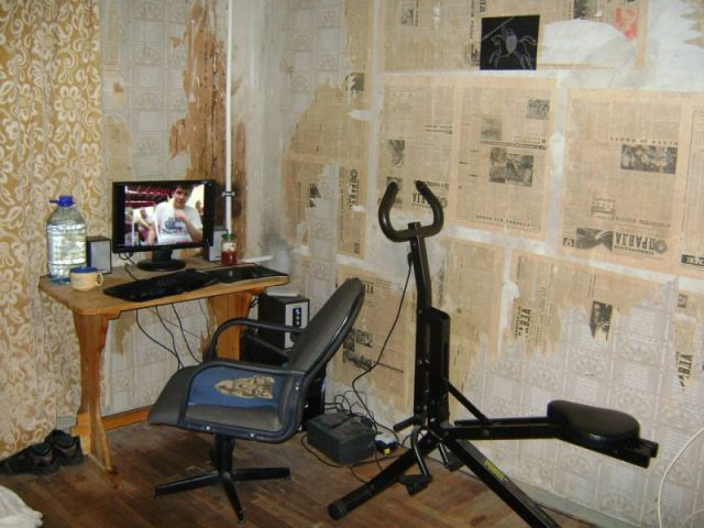 These Disgusting Home Offices Are More Like Health Hazards