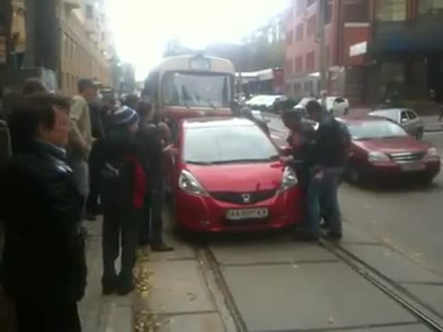 How Russians Deal with a Car Parked on the Railway
