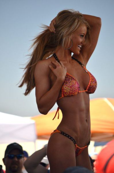 Girls That Are Just Too Fit to Flop!