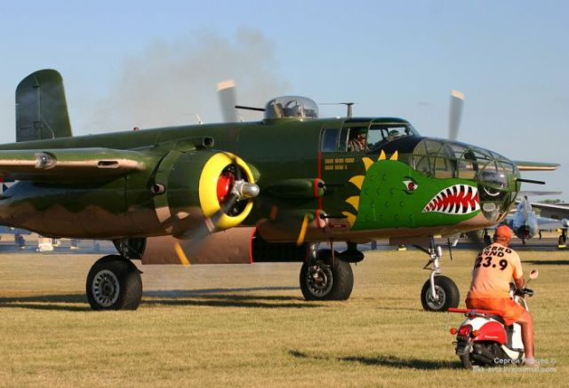 "Fun ""Nose Art"" Adds an Artistic Touch to Aeroplanes"