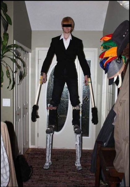 "This Creepy ""Tall Man"" Costume Is Totally Awesome"