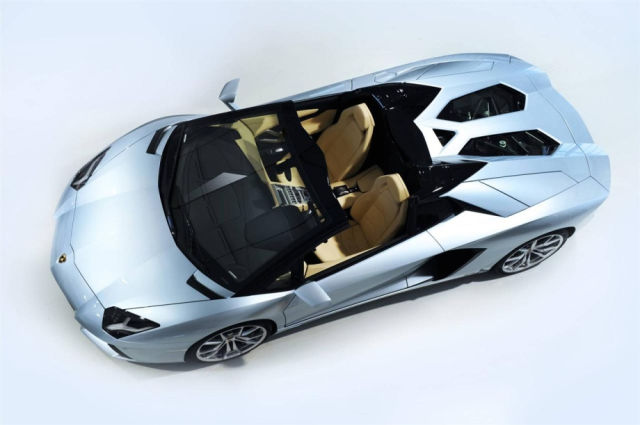 The Lambo LP700-4 Cabrio Is Smoking Hot