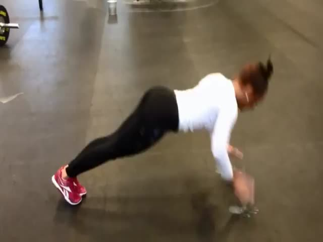 This 17-Year-Old Girl Is Damn Strong