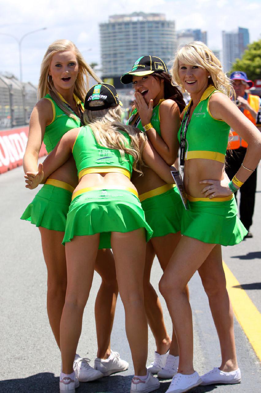 Телочки на гонках 5 фотография