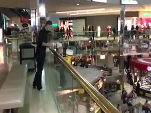 Crazy Mall Pool Jumping
